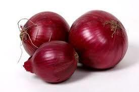 oignons rouges, fèves, petits pois