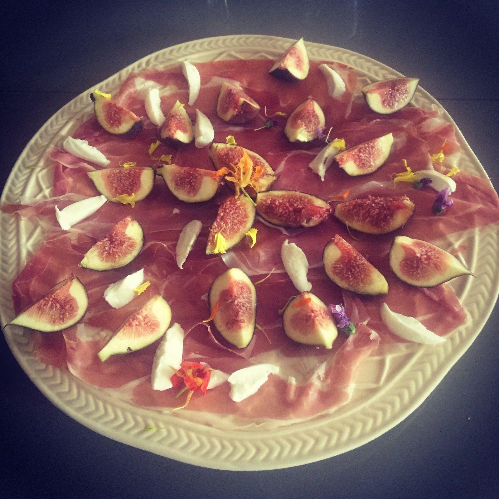 Jambon de parme aux figues fraîches