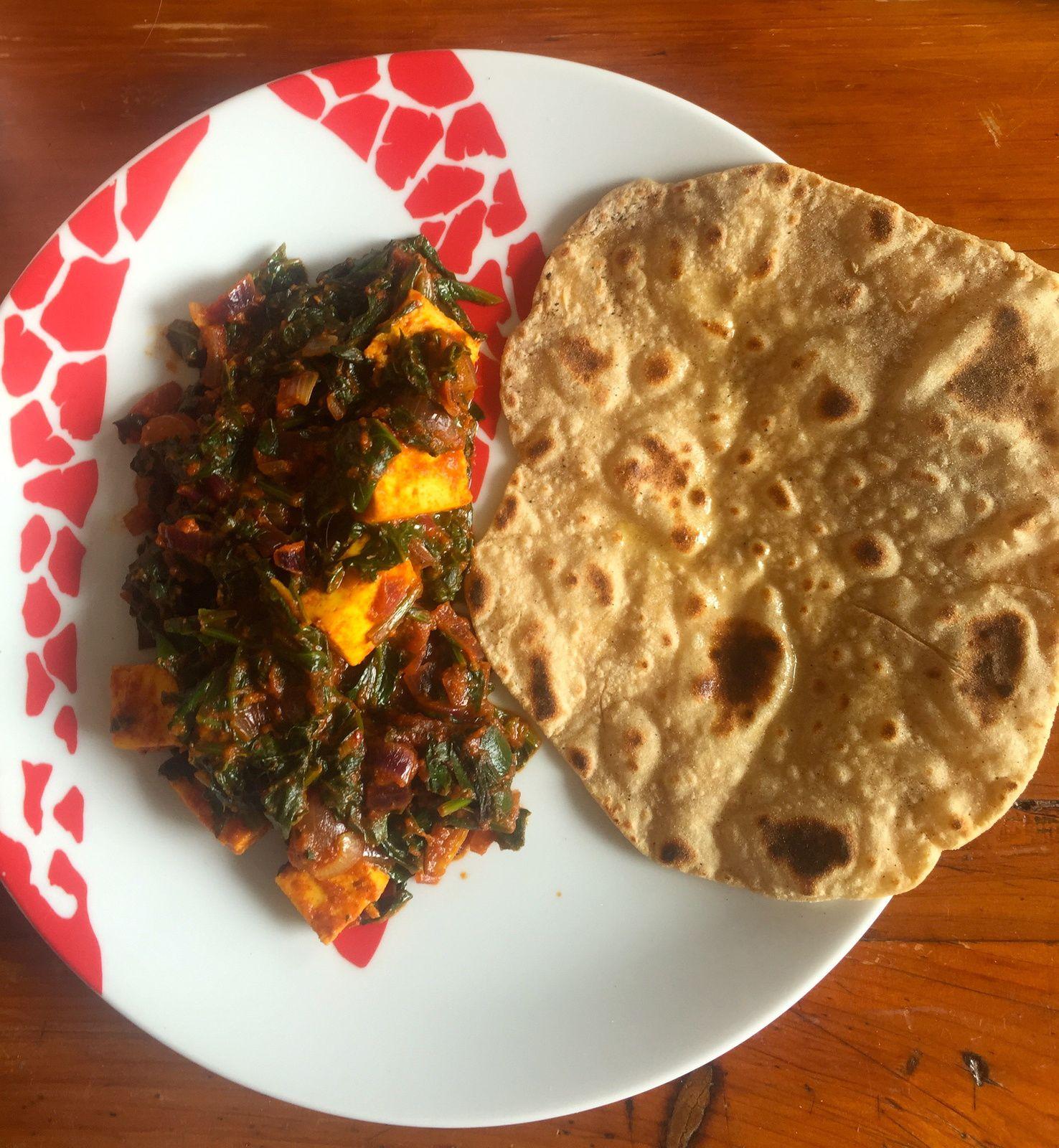 Mon premier Palak Paneer ( un chouia trop de tomate) et mon premier Chapati !