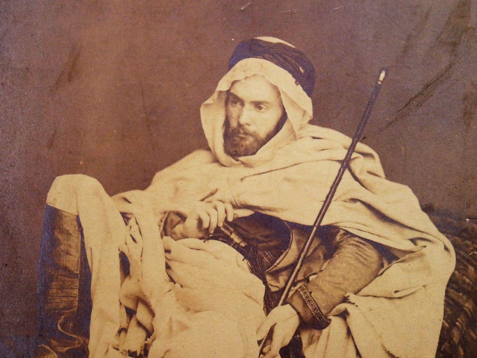 Gustave Guillaumet photographié en bédouin.