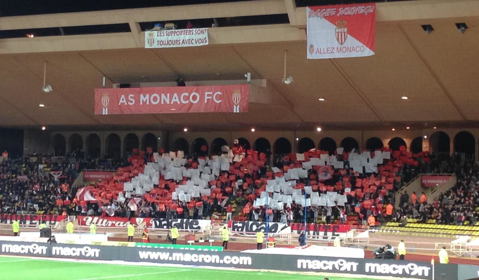 Tifo des supporters monegasques contre Marseille (victoire 2-0 de Monaco)