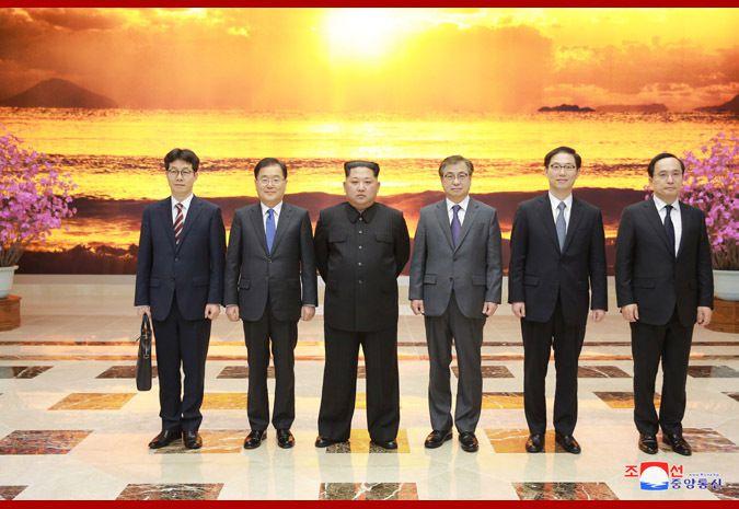 Kim Jong-un avec les membres de la délégation sud-coréenne