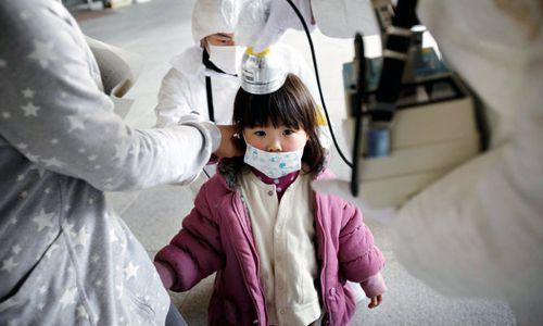 Plus de 48 % des 375.000 jeunes – presque 200.000 enfants – testés par l'Université de Médecine de Fukushima vivant à proximité des réacteurs souffrent aujourd'hui d'anomalies pré-cancéreuses de la thyroïde, principalement de nodules et de kystes