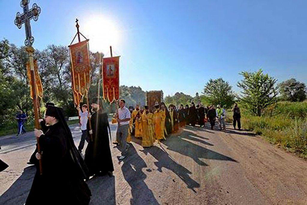 La procession panukrainienne doit arriver à KIEV le 27 juillet 2016: le bien en marche.