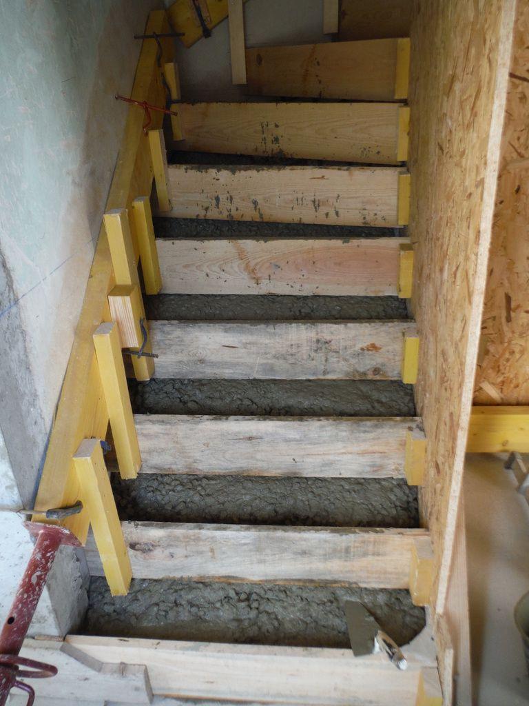On Coule L Escalier En Beton Renover Soi Meme Une Maison En Pierre