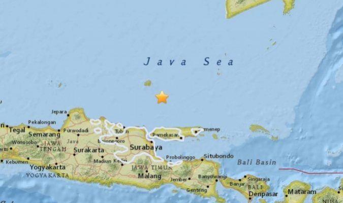 Indonésie:Le niveau d'alerte du volcan Mont Agung est passé au niveau 3 + Un tremblement de terre de magnitude 5,7 a frappé les côtes de l'Indonésie