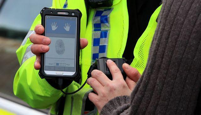 GB: La police britannique utilise maintenant des scanners d'empreintes digitales dans les rues pour identifier les personnes en moins d'une minute