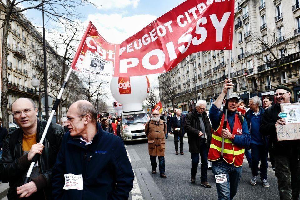 Solidarité avec les militants CGT de PSA Poissy !  Jeudi 16 novembre prochain, 9 militants CGT de l'usine PSA de Poissy comparaîtront au tribunal.