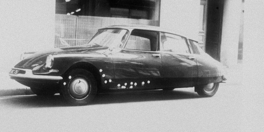La voiture dans laquelle le général De Gaulle circulait lors de l'attentat manqué du Petit-Clamart, le 22 août 1962.   DALMAS/SIPAPhoto