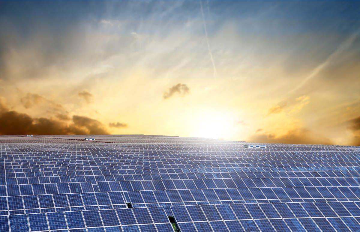 Heureuse nouvelle : le nouveau solaire est deux fois moins cher que l'EPR
