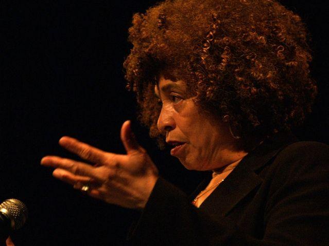 Guillaume Galliene rend hommage à Angela Davis, militante communiste, des droits de l'homme, et de la lutte contre la ségrégation aux Etats-Unis, sur France Inter
