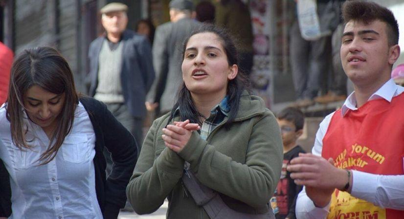 Helin Bölek, la chanteuse de Grup Yorum, décède d'une longue grève de la faim pour protester contre les atteintes aux libertés et droits humains de Erdogan
