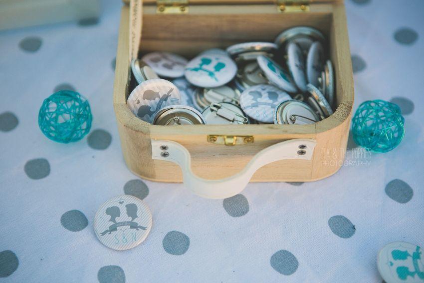 Déco de notre mariage - la table urne/livre d'or/badges/dragées