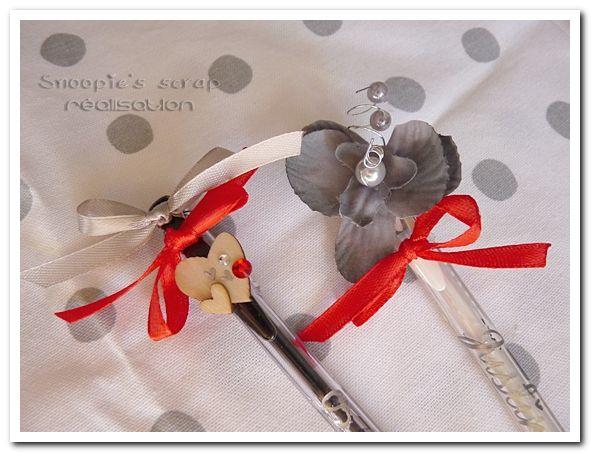Stylos décorés Justine & Cédric - mots d'amour - gris & rouge