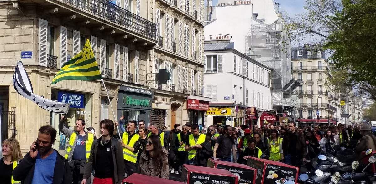Banderoles, drapeaux et Gilets jaunes