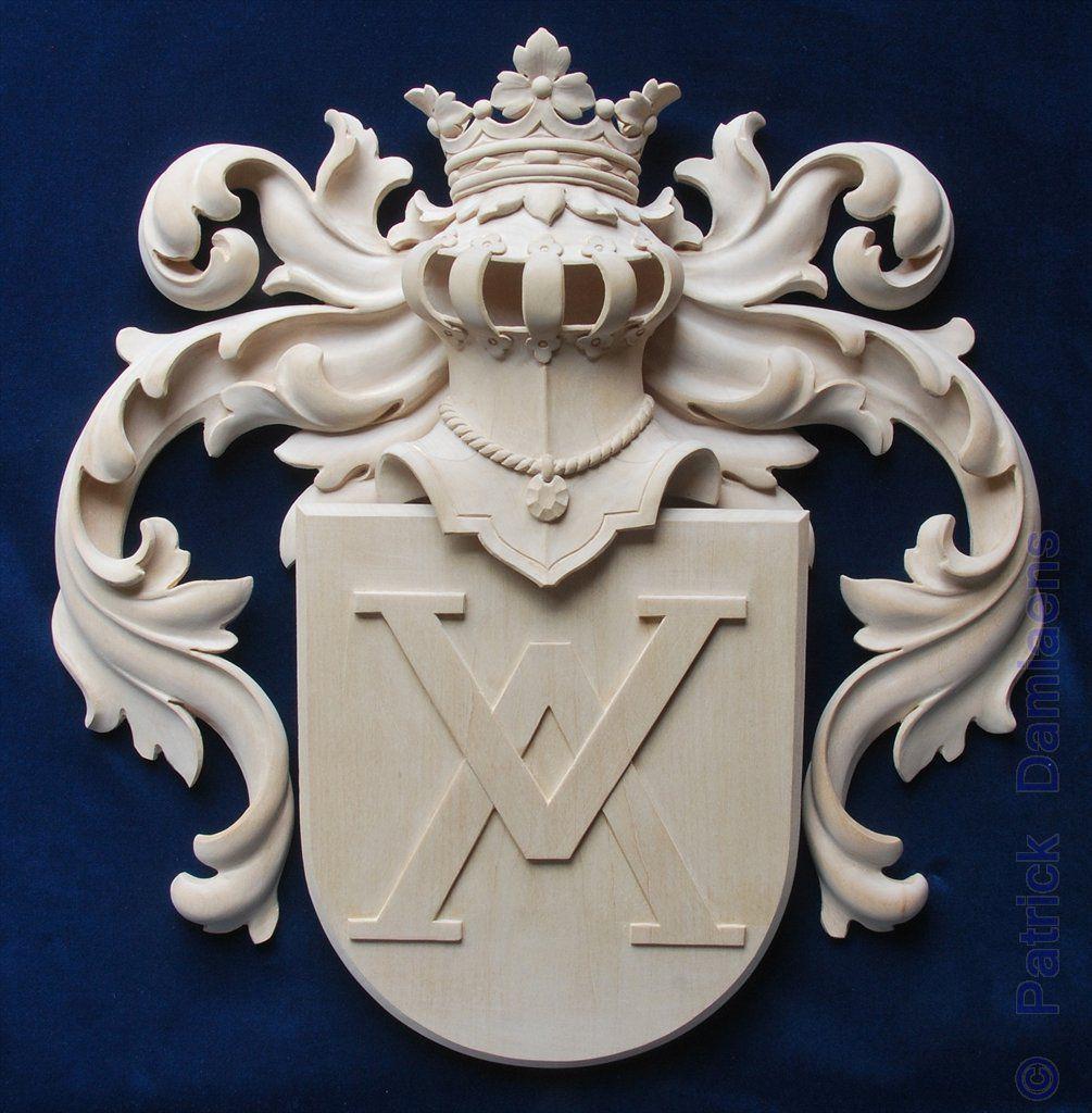 Un Blason De Famille Bois Sculpt Sculpteur Hraldique
