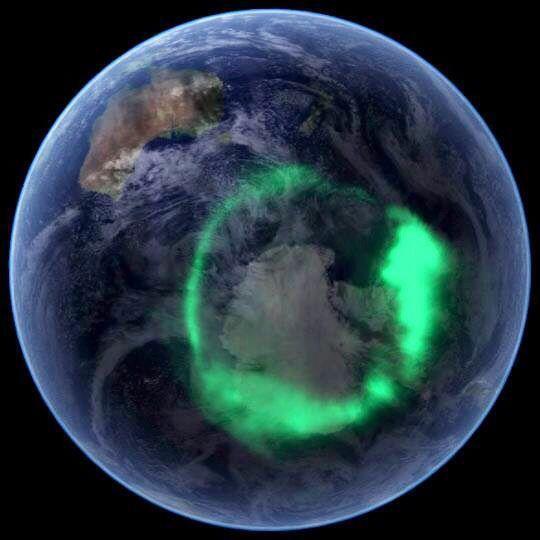 aurore boréale: réflexion de lumière du soleil intérieur