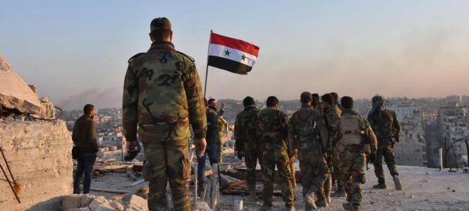 Des soldats syriens à Alep. - Crédits photo : GEORGE OURFALIAN/AFP