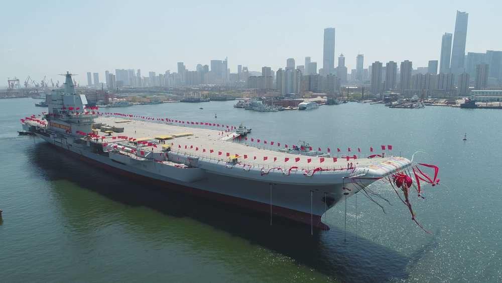 La Sandong, porte-avions conçu et fabriqué en Chine, a été mis à l'eau mercredi au chantier de Dalian dans le Nord-Est du pays.