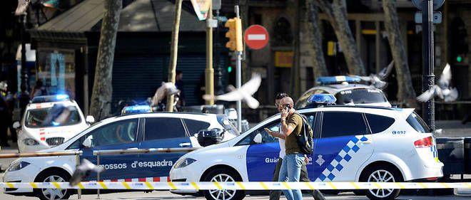 Des voitures de police et des policiers sur les Ramblas de Barcelone; après l'attentat du 17 août. Des voitures de police et des policiers sur les Ramblas de Barcelone; après l'attentat du 17 août. © JOSEP LAGO / AFP