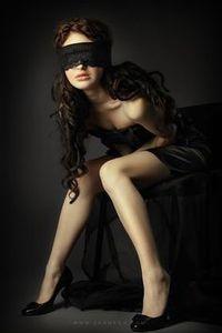 Jolie madame en position sexy