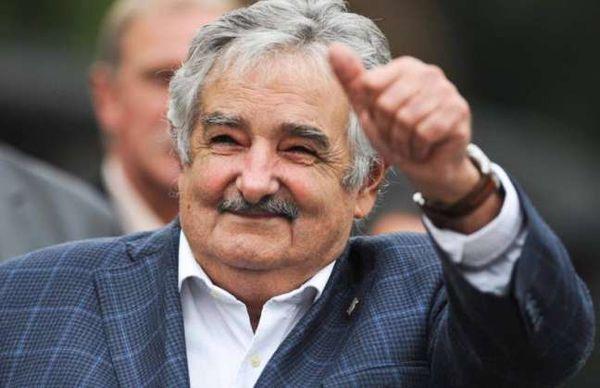 """La rencontre """"Avec tous et pour le bien de tous se termine par une conférence magistrale de José Mujica"""