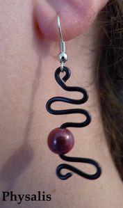 boucle d'oreille noir et perle rose