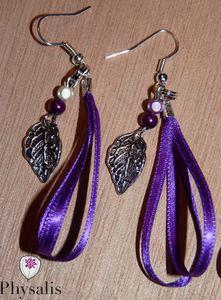 Boucle d'oreille ruban violet v1