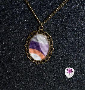 collier cabochon motif orange violet
