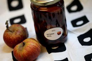 äpfel in rotweinmarinade
