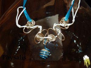 collier ruban bleu 2