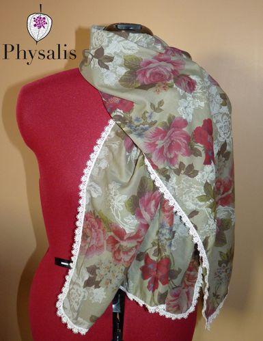 foulard motif rose