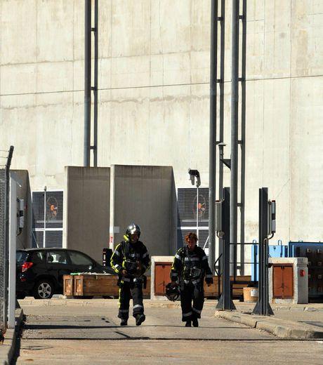les-pompiers-ressortent-de-la-structure-ou-a-eu-lieu-l-acci.jpg