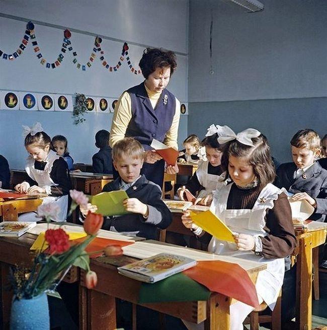 На уроке СССР, детство, фотографии
