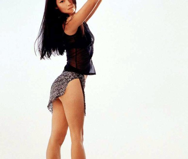 Lucy Liu Shows Her Nude Booty And Sexy Legs