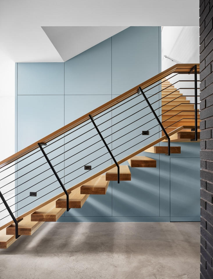 20 Outstanding Mid Century Modern Staircase Designs For | Mid Century Modern Stair Handrail | Wrought Iron | Basement | Bannister | Modern Style | Contemporary Curved Staircase