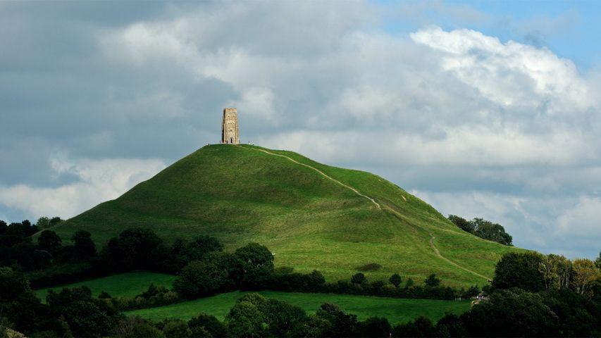 Glastonbury Tor and St Michael's Tower for the start of the Glastonbury  Festival - Peapix