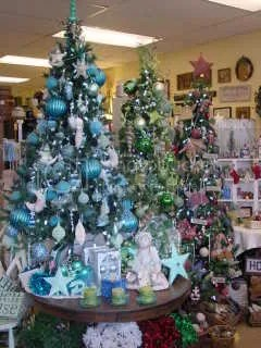 and here is where the turquoise decor that was on the red tree ended up