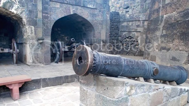 Guns protecting the entryway at the Daulatabad Fort, India Arun Shanbhag