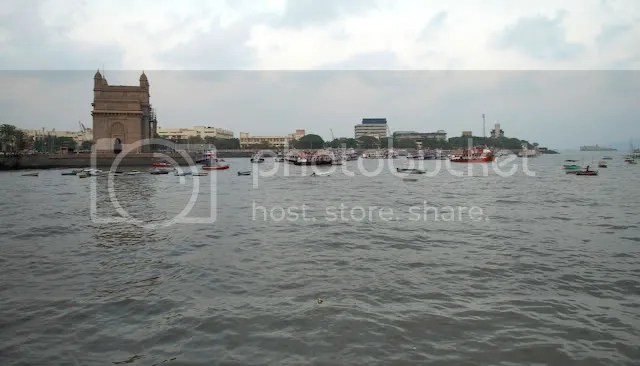 Wide view of the Gateway of India