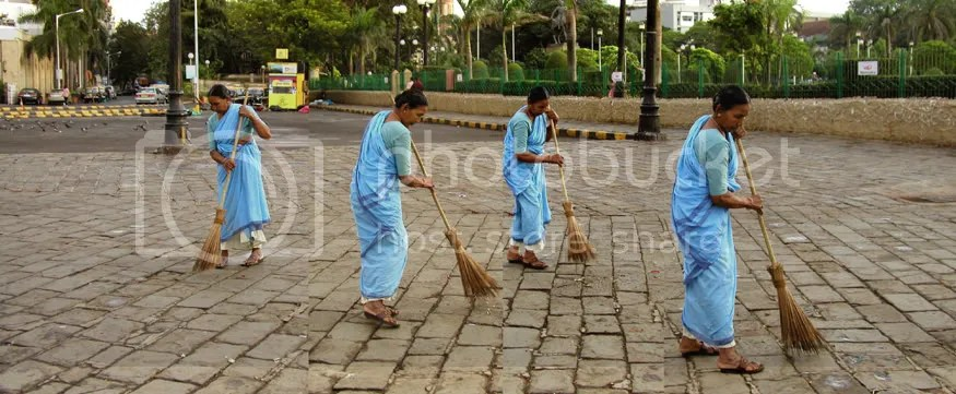 Lady sweeper at the Gateway of India Mumbai pics by Arun Shanbhag