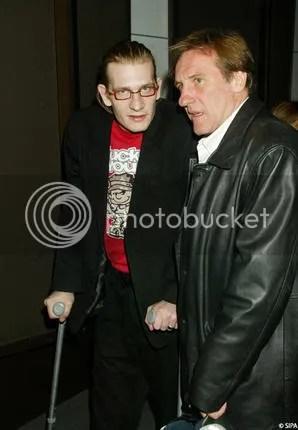 O actor acompanhado do pai, Gérard Depardieu