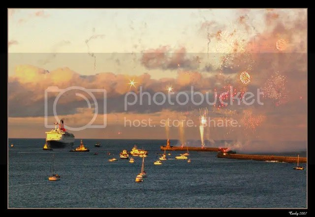 The QE2 sails into South Shields harbour
