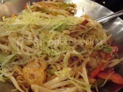 wide noodles with shrimp and squid