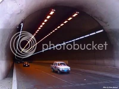 ini ujung nya, namanya as-sulaimaniyah tunnel..gw biasa jalan di atas tembok pembatas coz klo jalan bawah harus antri satu2