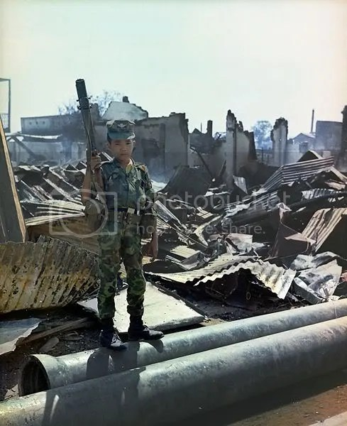 489px-Vietnam_child_soldier.jpg picture by smallmonkey