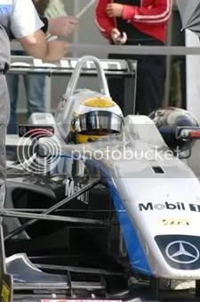 F3 kampioenschapsleider Lewis Hamilton, vlak voor de start van zijn race op zaterdag