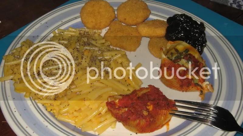 Organic mac&cheese, veggie chicken nuggets topped w/ onion chutney & leftover stuffed shells.