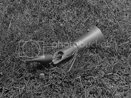 That's the gift from Klaatu that the soldier destroyed. Looks like an egg-whisk to me, I don't see what the big deal was