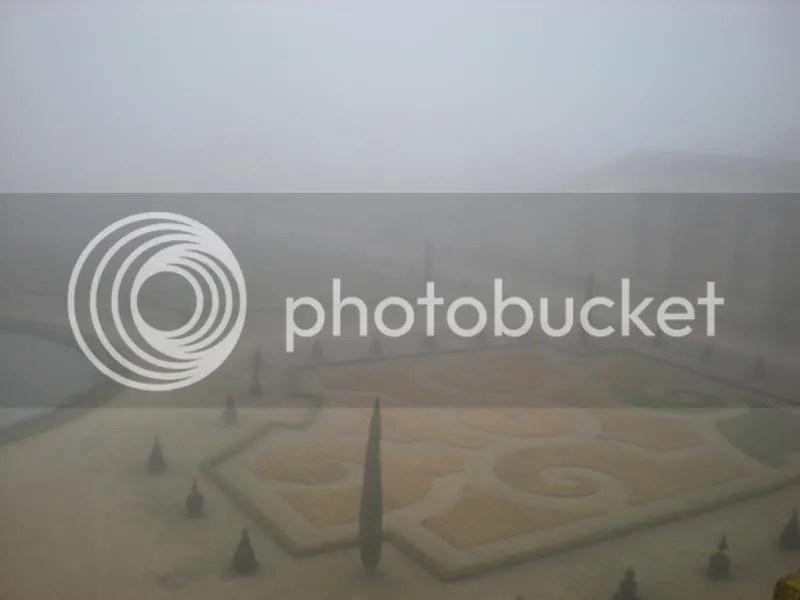 versailles gardens fog